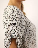 Blusa-Tecido-Animal-Print-Decote-V.-com-Botoes-Off-White