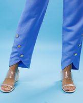 Calca-Linho-Perna-Frente-Curvada-com-Botoes-Azul-Ceu