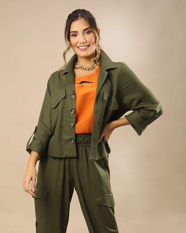 Camisa-Cropped-Tecido-com-Bolsos-Utilitarios-Selvagem