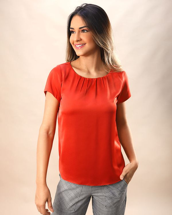 Blusa-Tecido-Acetinado-Decote-Franzido-Vermelho