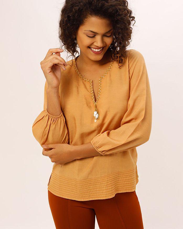 Blusa-de-Linho-Decote-Bordado-Manual-Caramelo