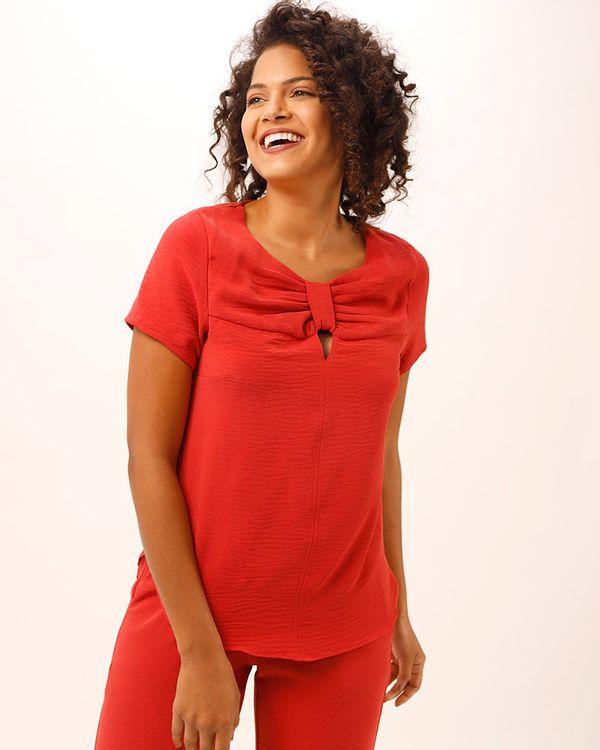 Blusa-Tecido-Texturizado-Decote-No-Vermelho-