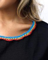 Blusa-Tecido-Decote-Croche-Preto