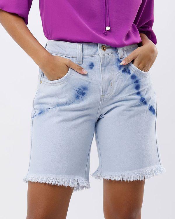 Bermuda-Jeans-Tie-Dye-Bainha-Desfiada-Delave